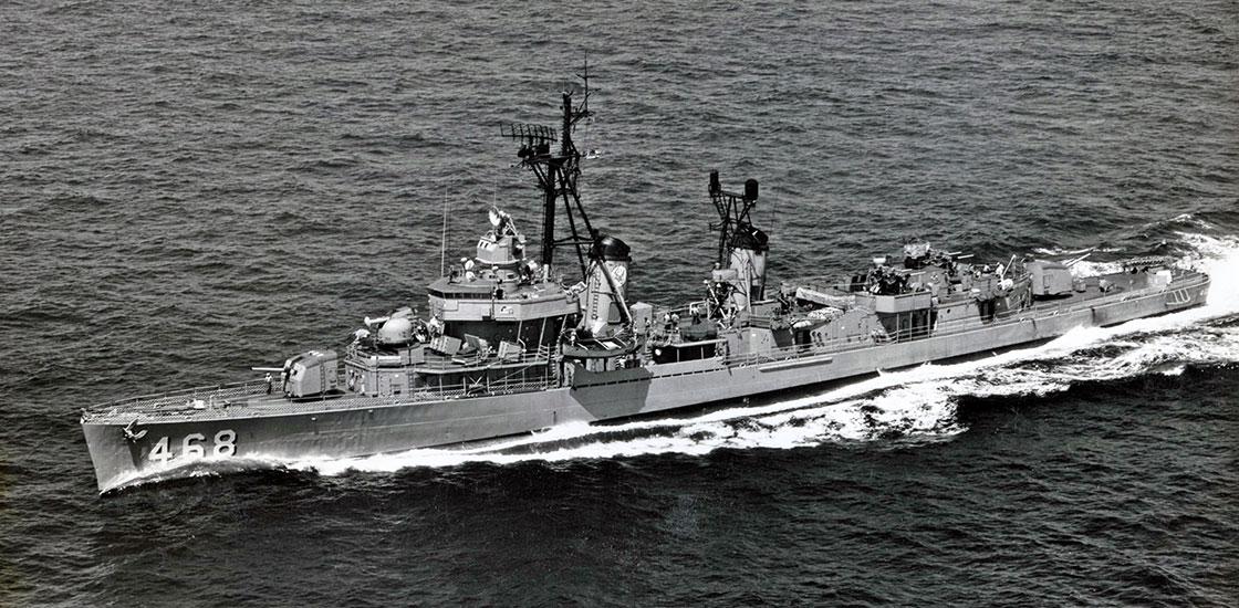 Cold-War-Ship-Photos-Taylor-at-sea