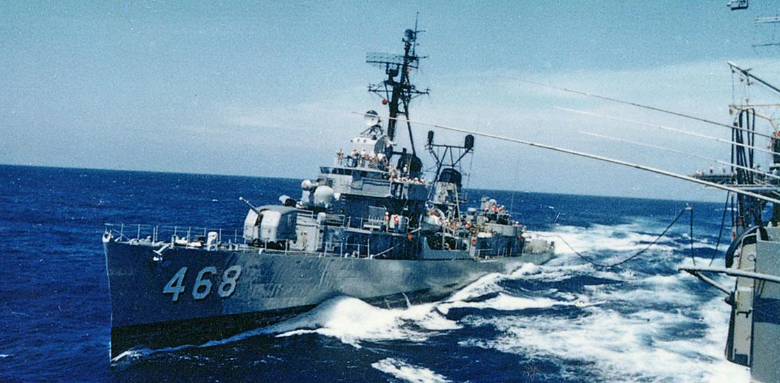 Cold-War-Ship-Photos-refueling-at-sea