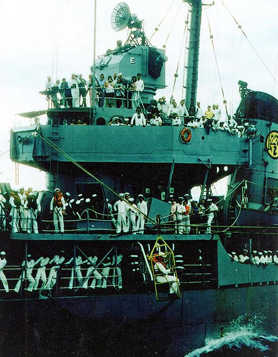 Cold-War-Ship-Photos-sailors-3-decks