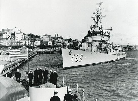 Cold-War-Ship-Photos-tender