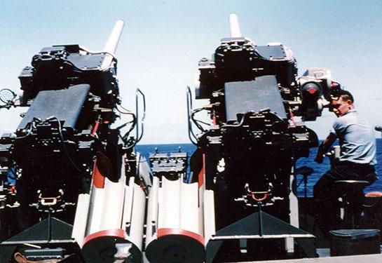 Korea-Ship-sailor-manning-gun