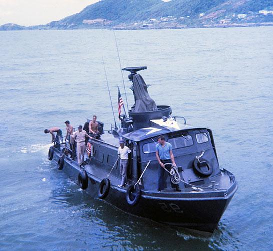 Vietnam-Gunline-SWIFT-boat