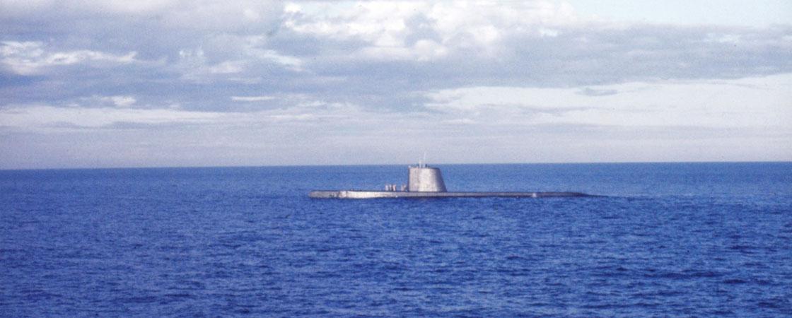 Vietnam-Ship-Photos-sub-coming-to-surface