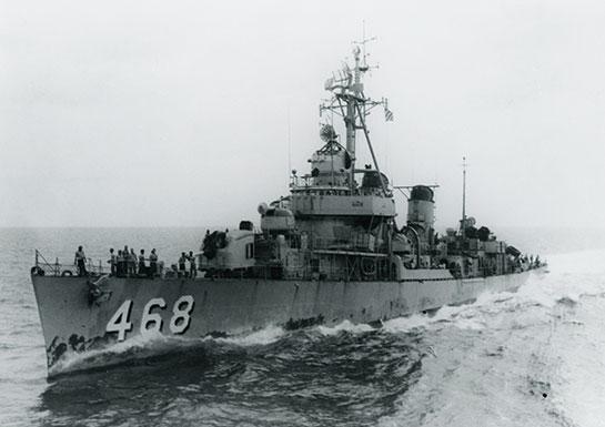 Vietnam-Ship-Photos-underway-with-sailors-on-deck