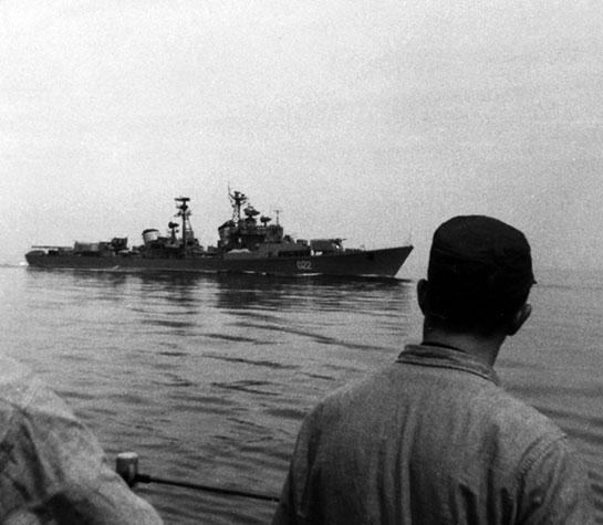 Vietnam-Walker-Russian-ship-off-Taylor