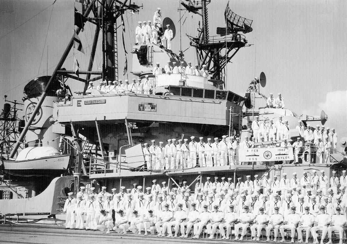 The-Ship-Crew-Cole-War-photo-on-ship