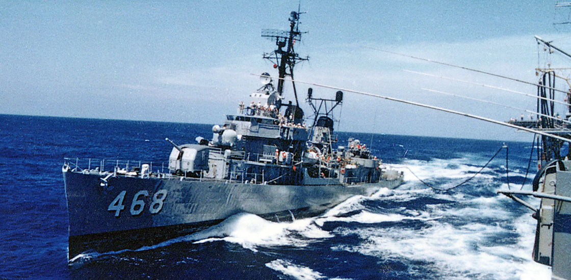 The-Ship-Photos-Cold-War-refueling-at-sea