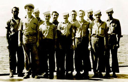 WW-II-Crew-Photos-group-on-fantail